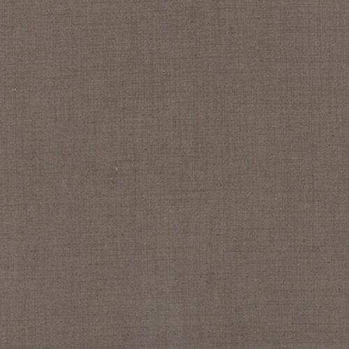 Stone Linen van French General.Donker grijs/bruine quiltstof70% linnen. Luxe uitstraling, steviger dan katoen quilt stof, voor borders en borduurwerk.