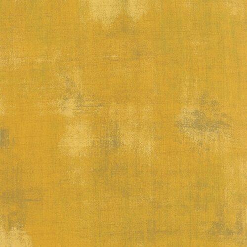 Mustard Grunge 30150 282. Moda, Basic Grey. Een mosterdkleurige grunge, verlevendigd met wat donkerder veegjes.Quiltstof, 100% katoen, 1.10m breed.