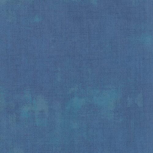 Grunge Basics Sea 30150 301, Moda Basic Grey. Een mat blauwe grunge.Quiltstof, 100% katoen