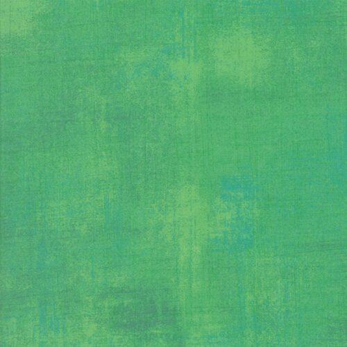 Jade Cream Grunge 30150 338,een ontwerp van Basic grey voor Moda.Een helder groene grunge, met lichte en blauwe tinten. Quiltstof, 100% katoen, 1.10m breed.