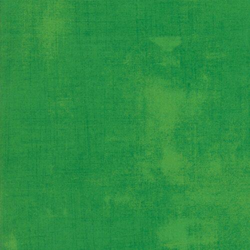 New Fern Grunge 30150 339,een ontwerp van Basic grey voor Moda. Een donker groene grunge, verlevendigd met lichtere veegjes. Quiltstof, 100% katoen, 1.10m breed.