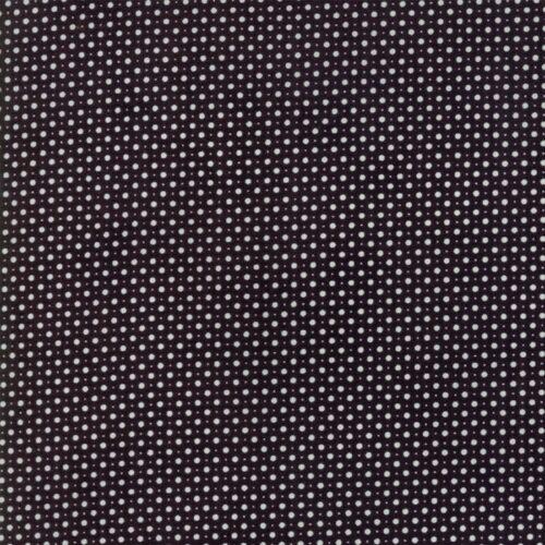Iota Iron 30569 18. Zwarte quilt stof met stippen uit de Moda-collectie Metropolis, ontworpen door Basic Grey. Ook als fat quarter, online bij quiltkompas