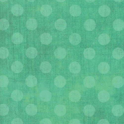 Basic Grey voor Moda Basic. Groenblauwe stippen op groene ondergrond.