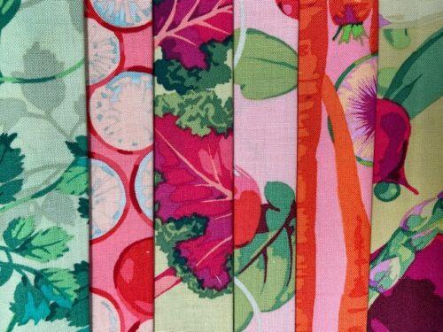Quilt stof met peterselie, wortels en radijs in moderne stijl en frisse kleuren roze, groen en oranje; online te koop in de webshop van Quiltkompas
