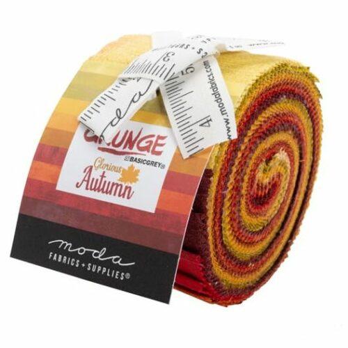 Grunge Junior Jelly Roll Autumn, tien kleuren bijna effen Grunge-stoffen in de herfstkleuren geel-bruin-rood. Een ontwerp van Basic Grey voor Moda. Quiltstof, 100% katoen.
