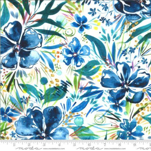 Digital Indigo, Witte quiltstof met grote blauwe bloemen.