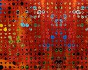 Moderne rode quilt stof met grafisch motief van geel-gouden stippen.